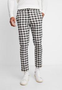 Burton Menswear London - TARTAN MONOCHROME CHECK - Tygbyxor - black - 0