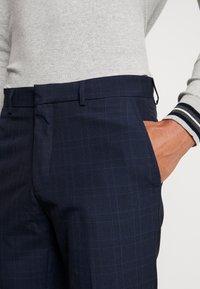Burton Menswear London - FINE CHECK - Pantalones - navy - 4