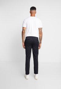 Burton Menswear London - TWIN FASH  - Pantaloni - navy - 2