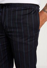 Burton Menswear London - TWIN FASH  - Pantaloni - navy - 4