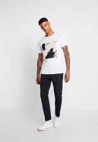 Burton Menswear London - TWIN FASH  - Pantaloni - navy - 1
