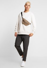 Burton Menswear London - WINDOW - Kalhoty - mid grey - 1