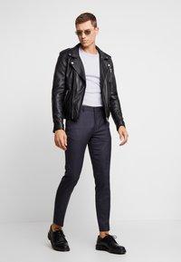 Burton Menswear London - DOGTH - Broek - grey - 1