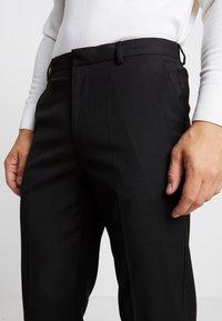 Burton Menswear London - 2 PACK - Oblekové kalhoty - black - 5