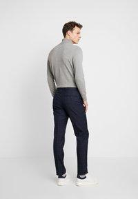 Burton Menswear London - HIGHLIGHT CHECK - Kalhoty - navy - 2