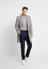 Burton Menswear London - HIGHLIGHT CHECK - Kalhoty - navy - 1