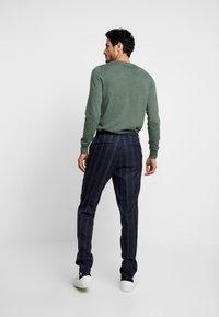 Burton Menswear London - TART CHECK - Spodnie materiałowe - mid blue - 2
