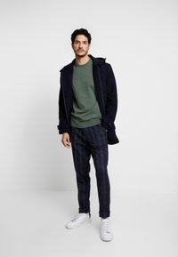Burton Menswear London - TART CHECK - Spodnie materiałowe - mid blue - 1