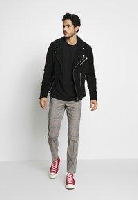 Burton Menswear London - Tygbyxor - grey - 1