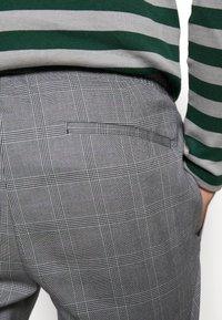 Burton Menswear London - SLIM CHECK FRONT PLEAT ELASTICATED - Kalhoty - grey - 5