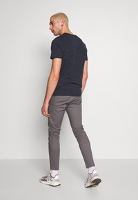 Burton Menswear London - Chinot - grey - 2