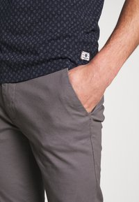 Burton Menswear London - Chinot - grey - 4