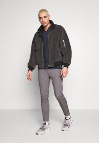 Burton Menswear London - Chinot - grey - 1
