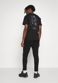 Burton Menswear London - Spodnie treningowe - black - 2