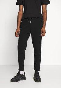 Burton Menswear London - Spodnie treningowe - black - 0