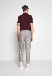 Burton Menswear London - TAPERED POW CHECK ELASTICATED - Trousers - grey - 2