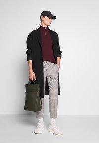 Burton Menswear London - TAPERED POW CHECK ELASTICATED - Trousers - grey - 1