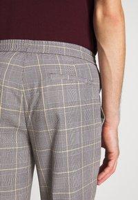 Burton Menswear London - TAPERED POW CHECK ELASTICATED - Trousers - grey - 5
