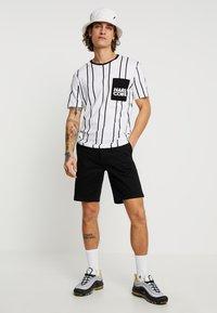 Burton Menswear London - NEW CASUAL - Short - black - 1