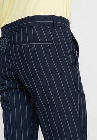 Burton Menswear London - SMART PIN STRIPE - Shorts - navy - 3