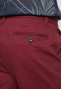 Burton Menswear London - SUMERBURG - Kraťasy - burgundy - 5
