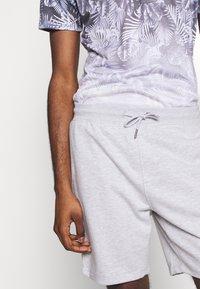 Burton Menswear London - 2 PACK - Shorts - black/grey - 5