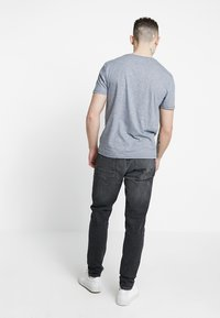 Burton Menswear London - TRAVIS TAPERED - Jeans Tapered Fit - grey - 2