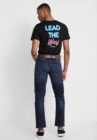 Burton Menswear London - BELTED - Vaqueros rectos - mid blue - 2