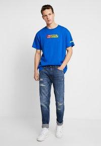 Burton Menswear London - Jeansy Zwężane - dark blue - 1