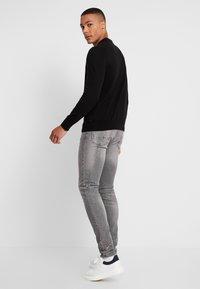 Burton Menswear London - SPLATTER WITH TRIM - Vaqueros pitillo - grey - 2