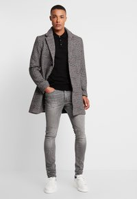 Burton Menswear London - SPLATTER WITH TRIM - Vaqueros pitillo - grey - 1