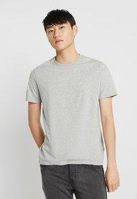 Burton Menswear London - BASIC CREW 3 PACK MULTIPACK - Jednoduché triko - black/grey/white - 5