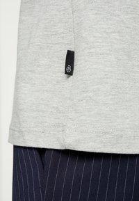 Burton Menswear London - BASIC CREW 7 PACK - Jednoduché triko - white/grey/navy - 5