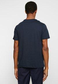 Burton Menswear London - BASIC CREW 7 PACK - Jednoduché triko - white/grey/navy - 3