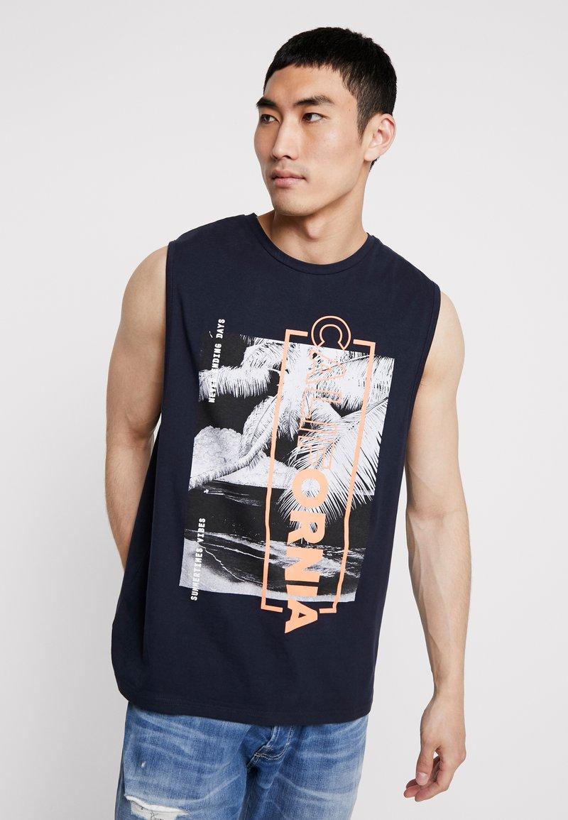 Burton Menswear London - CALIFORNIA CITY - T-Shirt print - navy