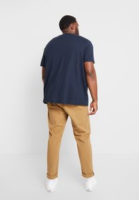 Burton Menswear London - TOUCAN POCKET - T-shirt print - navy - 2