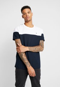 Burton Menswear London - CHEST BLOCK - Triko s potiskem - navy - 0