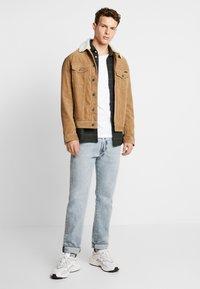 Burton Menswear London - BASIC CREW 5 PACK - T-shirt - bas - white - 1