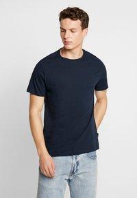 Burton Menswear London - BASIC CREW 5 PACK - Basic T-shirt - white - 4