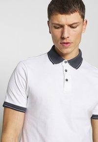 Burton Menswear London - 2 PACK - Polo shirt - white - 4