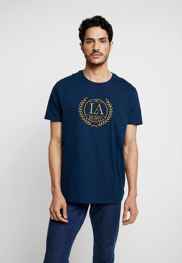 CHEST EMBROID - Camiseta estampada - blue
