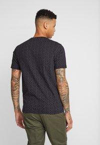 Burton Menswear London - PAISLEY TEE - Triko spotiskem - black - 2