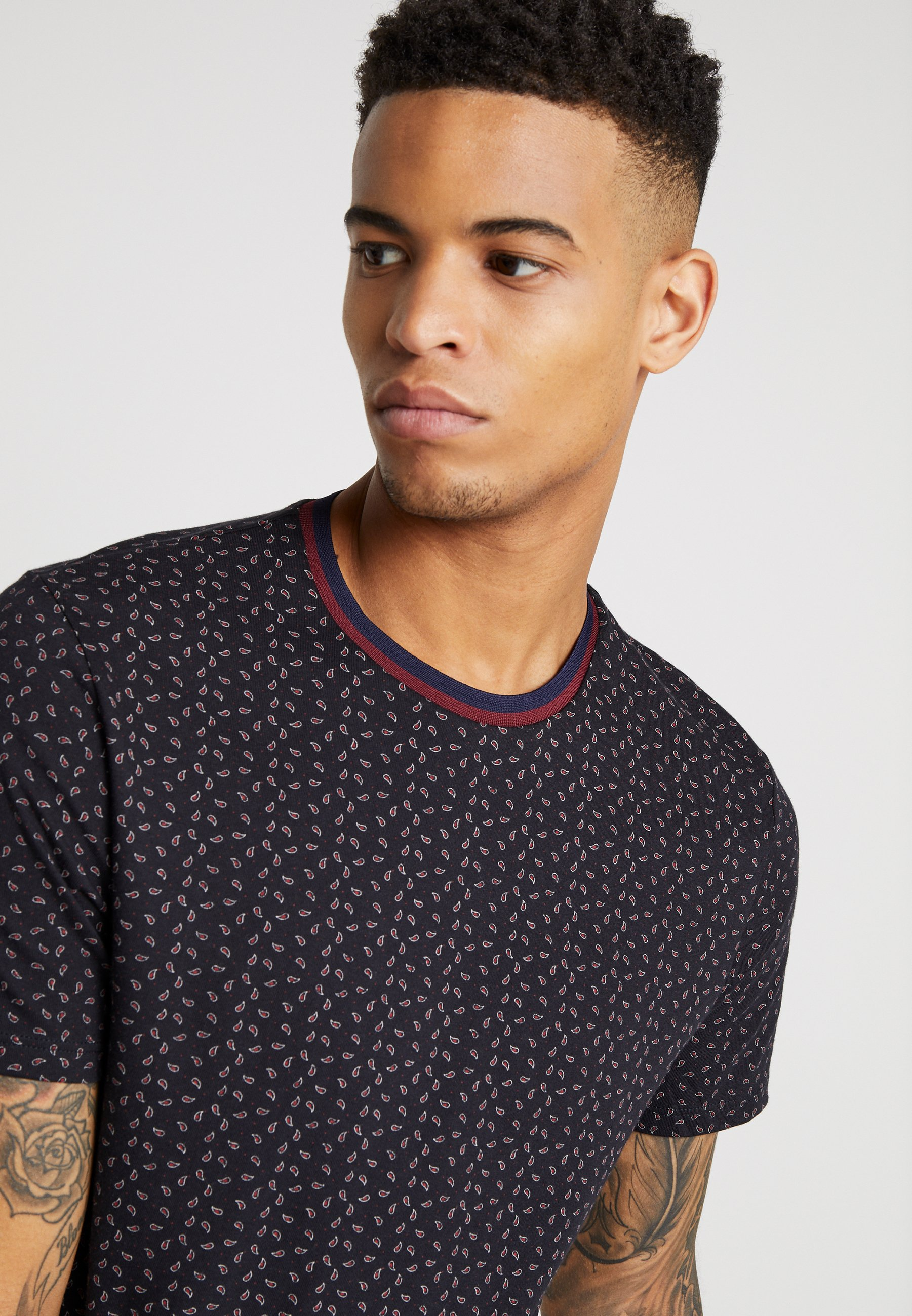 Burton Menswear London PAISLEY TEE - T-shirt z nadrukiem - black