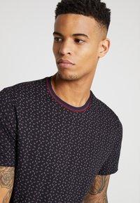 Burton Menswear London - PAISLEY TEE - Triko spotiskem - black - 3