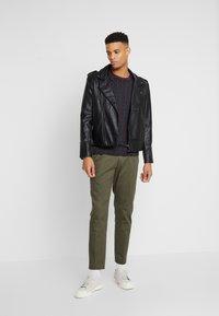Burton Menswear London - PAISLEY TEE - Triko spotiskem - black - 1