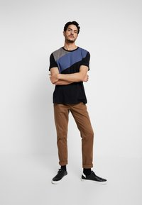 Burton Menswear London - SPLICE TEE - T-shirts med print - grey - 1