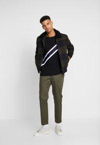 Burton Menswear London - TAPE DIAGO - T-shirt print - black - 1