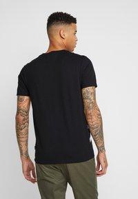 Burton Menswear London - TAPE DIAGO - Printtipaita - black - 2