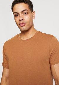 Burton Menswear London - 5 PACK - Jednoduché triko - white - 3