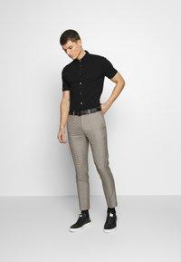 Burton Menswear London - 2 PACK - Triko spotiskem - white - 1